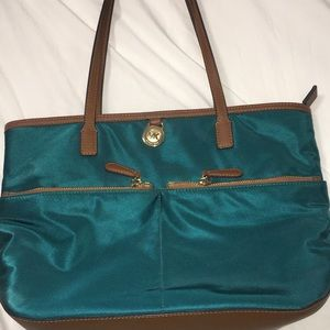 Michael Kors Purse with many pockets